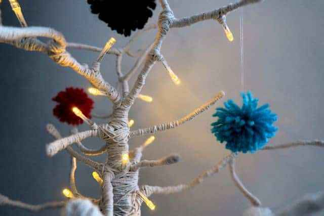 led-aydinlatma-tel-ve-ponponlarla-yilbasi-agaci-yapimi-10