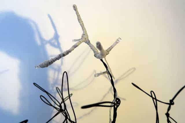 led-aydinlatma-tel-ve-ponponlarla-yilbasi-agaci-yapimi-6